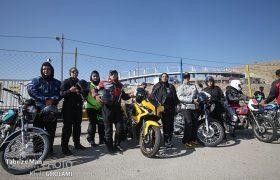 مسابقه موتورسواری بانوان و آقایان در پارکینگ یادگار امام