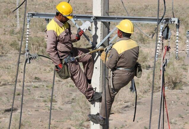 تمام روستاهای کمتر از ۱۰ خانوار آذربایجان شرقی برق رسانی میشود