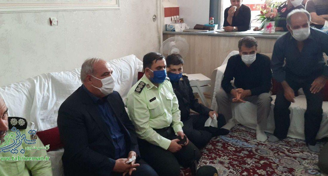بازدید دکتر ریحانی از محل فوت کودک تبریزی و حضور در منزل خانواده داغدار