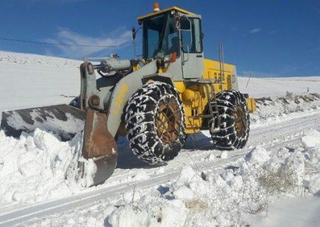 بارش نیم متری برف در دامنه های سهند مراغه /۱۰۰ روستا در محاصره برف