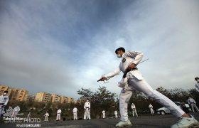 تمرین کاراته در پارک شهرک اندیشه