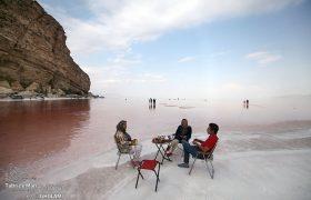 یک میز برای ساحل اورمیه