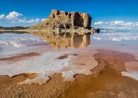 آب دریاچه اورمیه بیش از ۲ میلیارد مترمکعب کاهش یافت