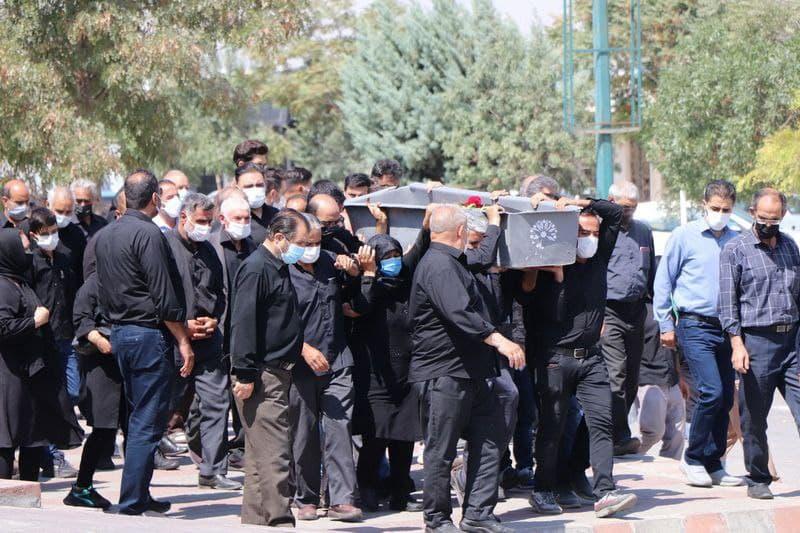عدم رعایت پروتکل های بهداشتی توسط شهروندان در وادی رحمت/ ۳۶ درصد حاضران در مراسمات تدفین کرونایی هستند!