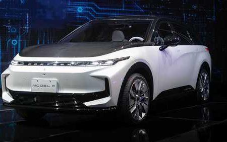 تولید کننده «آیفون» و معرفی ۳ خودروی جدید